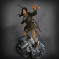 statuette-laracroft-rise-of-the-tombraider-microsoft 01