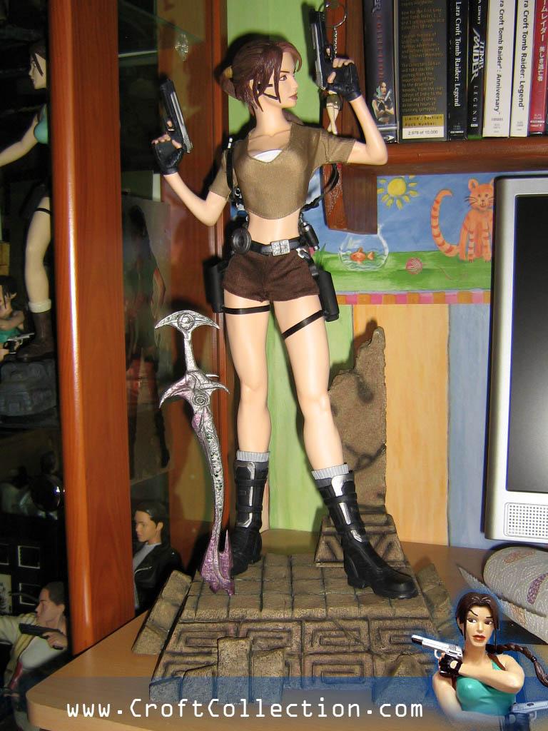 statue lara croft premium format sideshow
